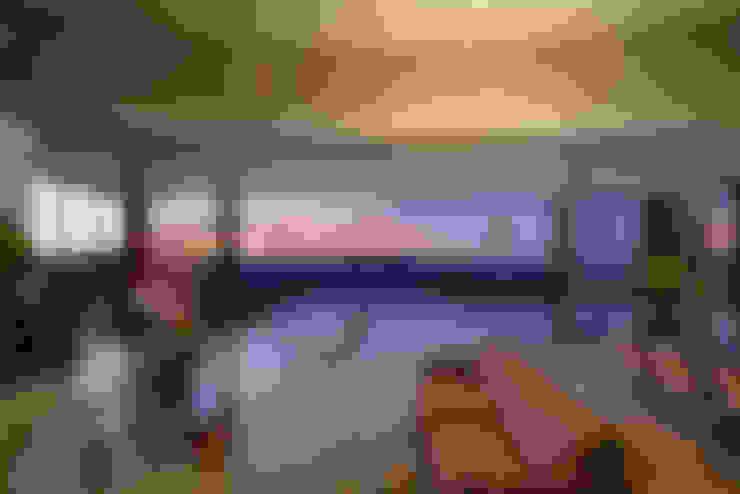 Casa JE: Salas de estar  por Humberto Hermeto