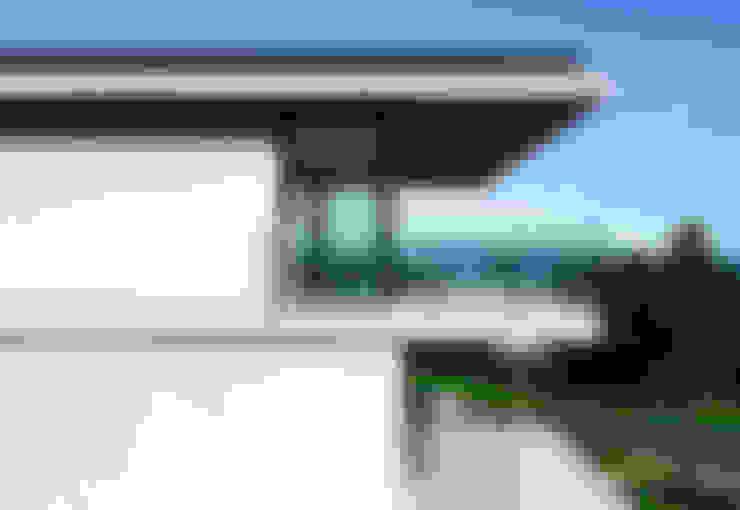 CASA LB: Casas  por JOBIM CARLEVARO arquitetos