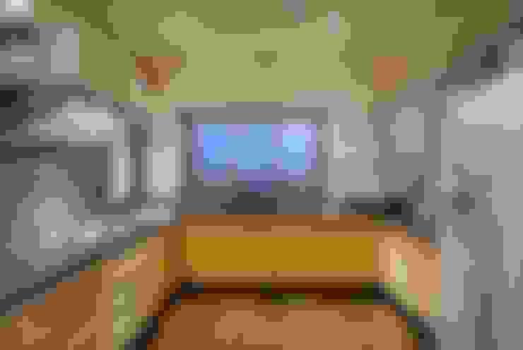 Cocinas de estilo  por home makers interior designers & decorators pvt. ltd.