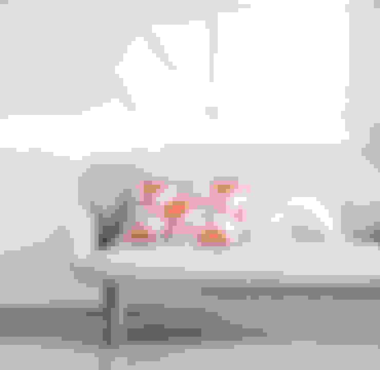 Puertas y ventanas de estilo  por Indes Fuggerhaus Textil GmbH