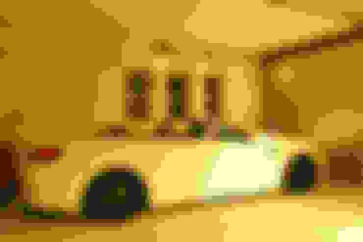 Garage / Hangar de style  par 西川真悟建築設計