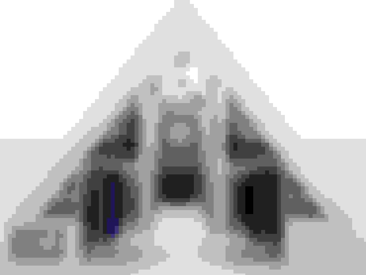 inloopkast / walk-in-closet onder schuine kap:  Kleedkamer door House of JAB by Verstappen Interiors