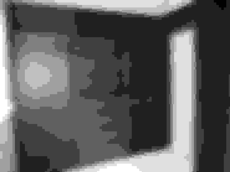 Vestidores de estilo  por Designer Vision and Sound: Bespoke Cabinet Making