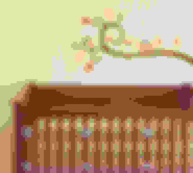 Quarto de crianças  por Enchanted Interiors