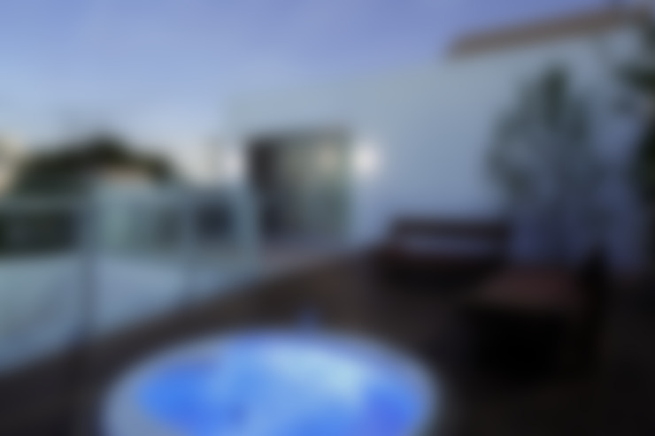 Terrazas de estilo  por Mアーキテクツ|高級邸宅 豪邸 注文住宅 別荘建築 LUXURY HOUSES | M-architects