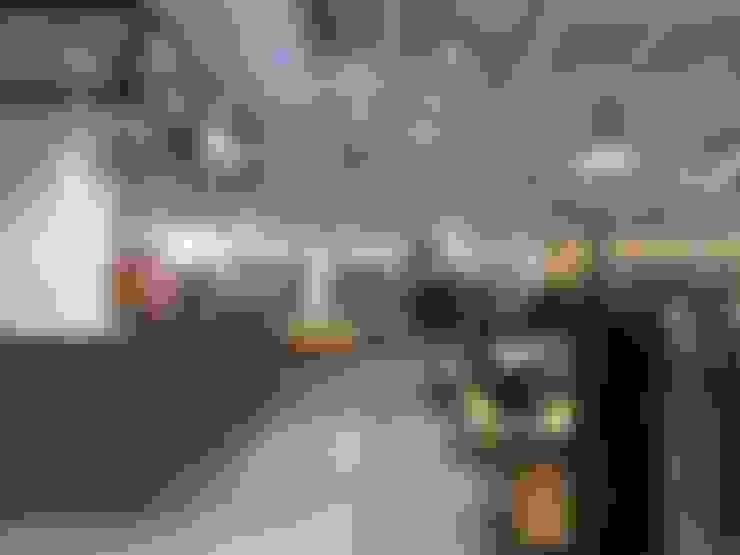 "COEX Mall Premium Brand "" R A U M "" 빈크리트 시공 : 빈flow의  드레스 룸"