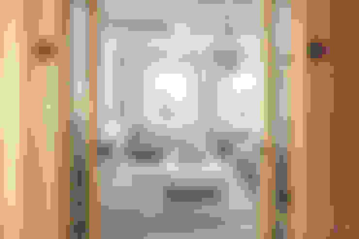 """Частный дом, коттеджный поселок """"Стольный"""": Гостиная в . Автор – BEINDESIGN"""