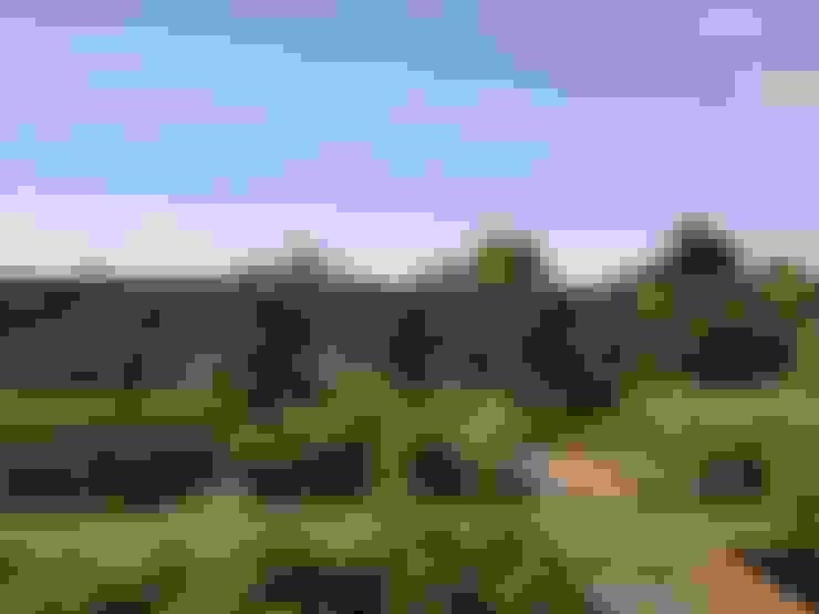 Taman by Roeder Landscape Design Ltd