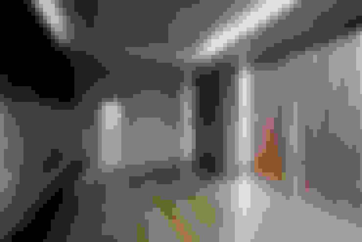 3階リビング: 東章司建築研究所が手掛けたリビングです。
