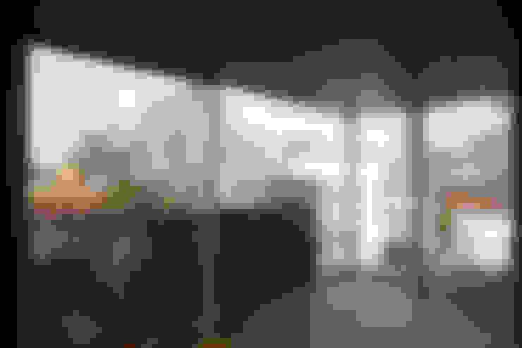 4階寝室: 東章司建築研究所が手掛けた寝室です。
