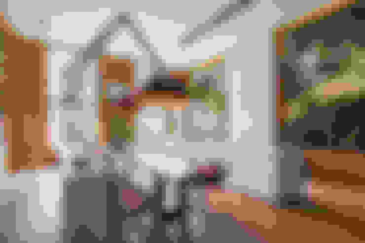 Modern en monumentaal wonen aan de gracht:  Keuken door Studio RUIM