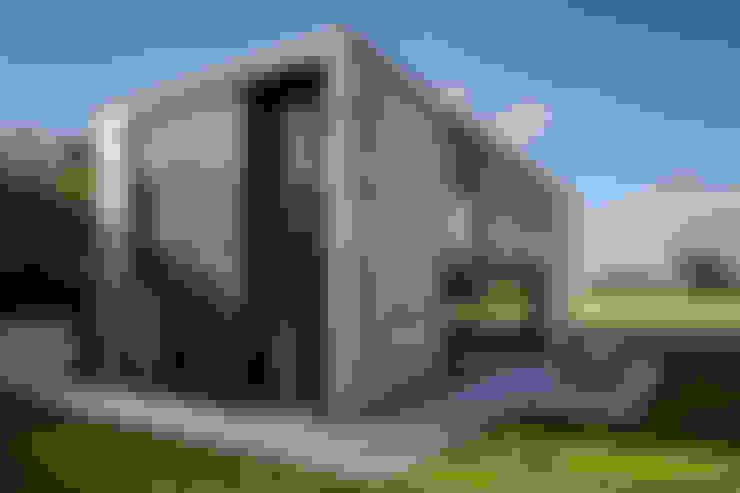 Adrian James Architects:  tarz Evler