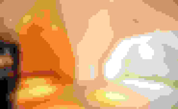 Slaapruimte / Zolderruimte - modern landhuis te Vinkeveen:  Slaapkamer door Building Design Architectuur