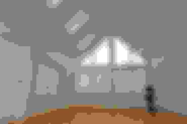 Ramen door Roundhouse Architecture Ltd
