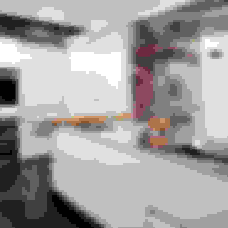 Kitchen by Sube Susaeta Interiorismo