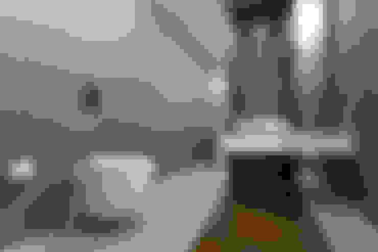 Bathroom by Mimkare İçmimarlık Ltd. Şti.