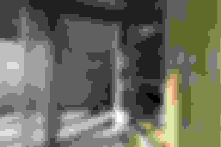 Коридор и прихожая в . Автор – NATURAL LIGHT DESIGN STUDIO
