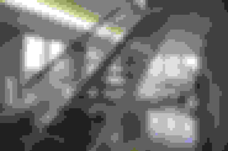 Коридор и прихожая в . Автор – Intra Arquitectos