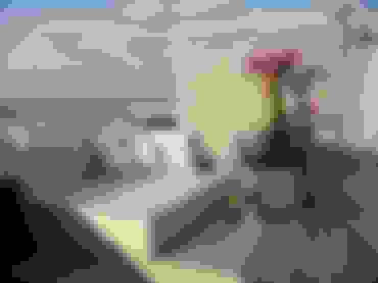 Apto AA - Ed. Água Marinha: Terraços  por Mantovani e Rita Arquitetura