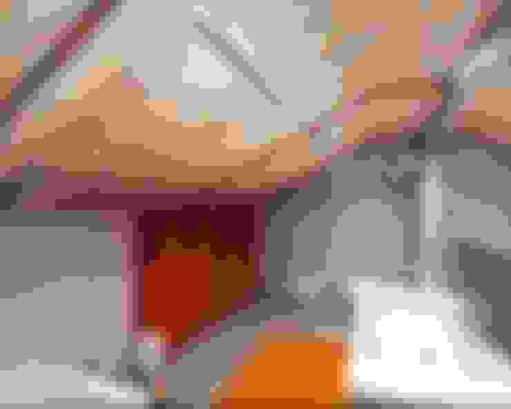 Мансарда: Ванные комнаты в . Автор – Студия дизайна Натали Хованской