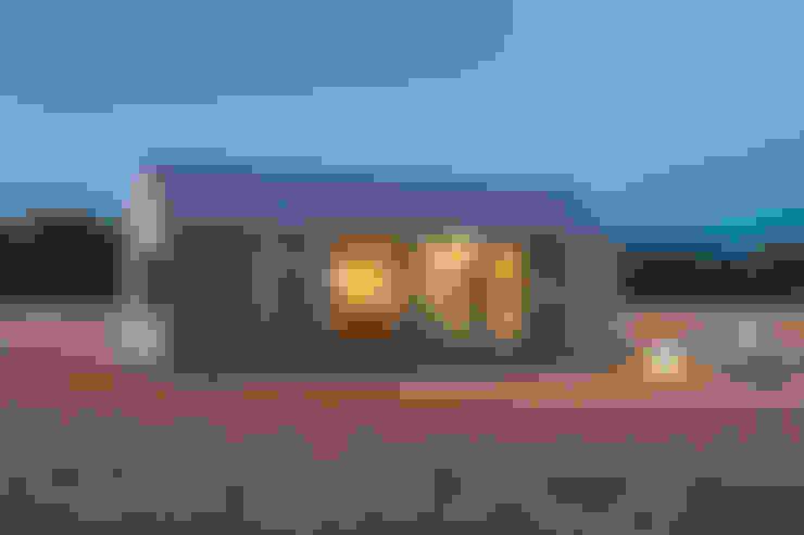 CASA TRANSPORTABLE  ÁPH80: Casas prefabricadas de estilo  de ÁBATON Arquitectura