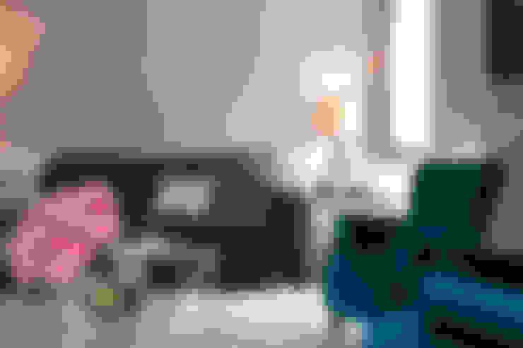 Living room: Sala de estar  por Home Staging Factory
