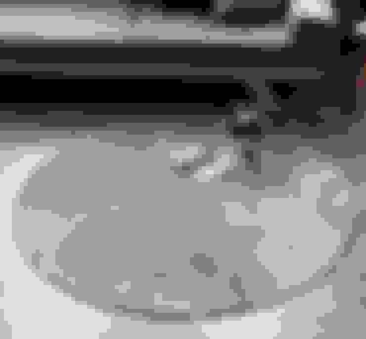 원형러그: 한일카페트의  벽 & 바닥
