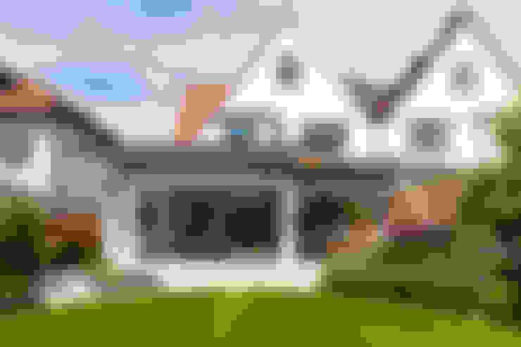 Maisons mitoyennes de style  par BTL Property LTD