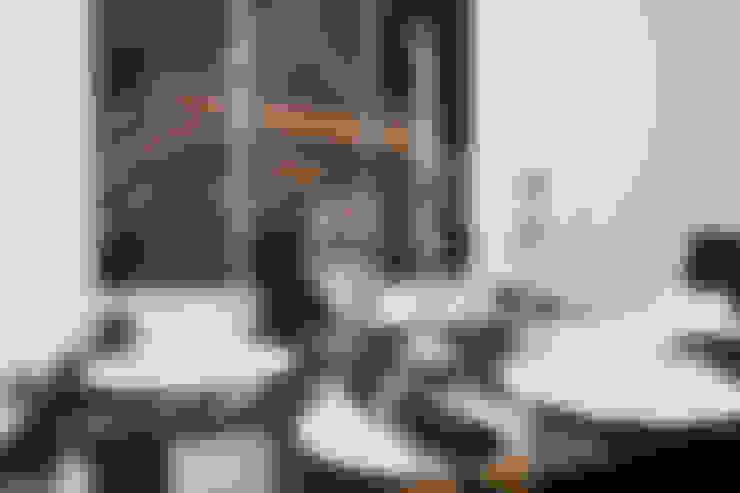 ห้องนั่งเล่น by Lujansphotography