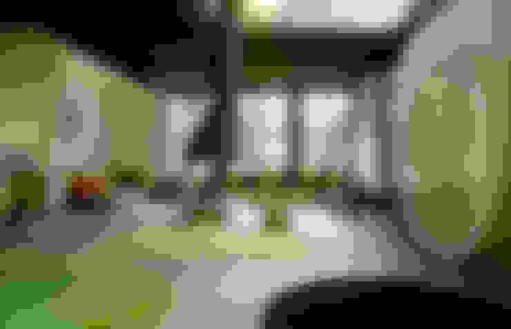 Sertão da Barra do Una   casa: Salas de estar  por ARQdonini Arquitetos Associados