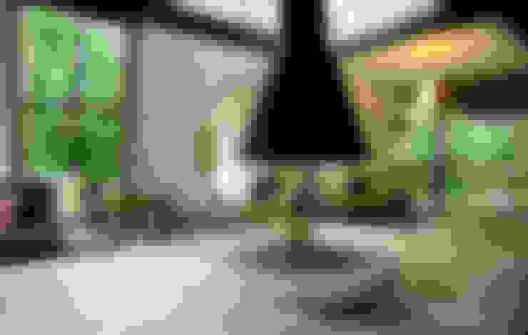 Sertão da Barra do Una | casa: Salas de estar  por ARQdonini Arquitetos Associados