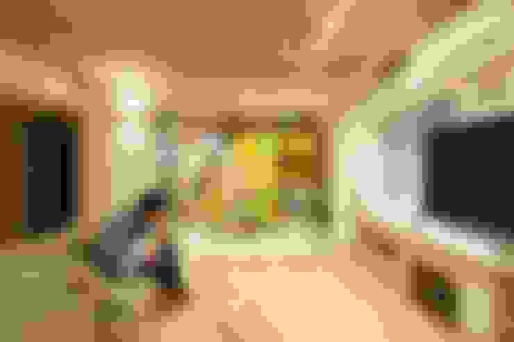 ステージのある家 すくすくリノベーション vol.4: 株式会社エキップが手掛けたリビングです。