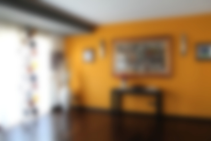 Living room by SILVIA ZACCARO ARCHITETTO