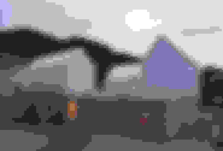 山崎町の住居: 島田陽建築設計事務所/Tato Architectsが手掛けた家です。