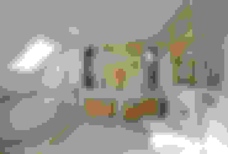 Слоновая кость и сливки: Ванные комнаты в . Автор – D&T Architects