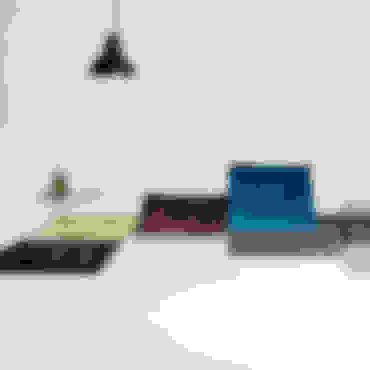 Living room by Teppichlust Berlin GmbH
