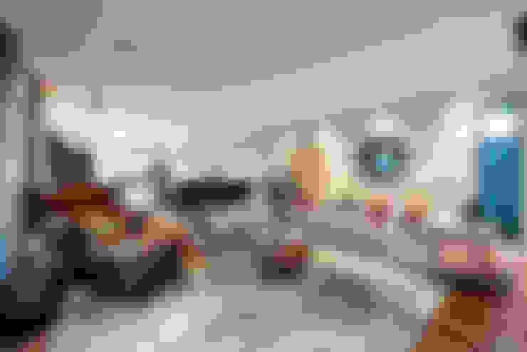 ห้องนั่งเล่น by Moda Interiors