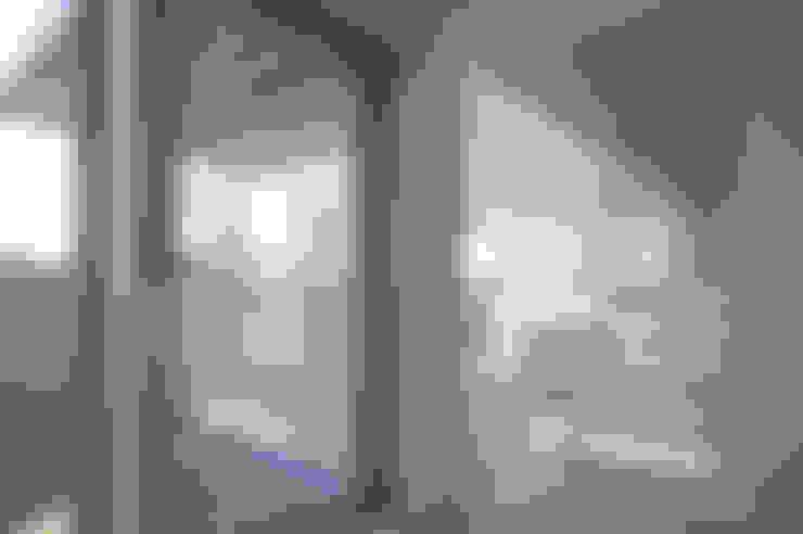 I邸: 森吉直剛アトリエ/MORIYOSHI NAOTAKE ATELIER ARCHITECTSが手掛けたテラス・ベランダです。