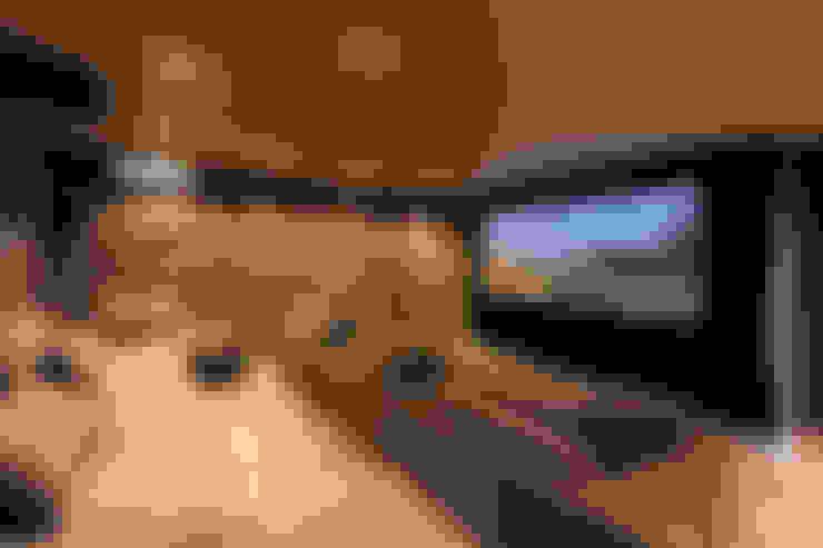 Media room by Nicolas Tye Architects