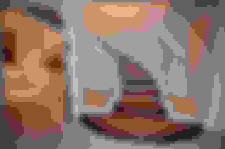 Pasillos y vestíbulos de estilo  por Siller Treppen/Stairs/Scale