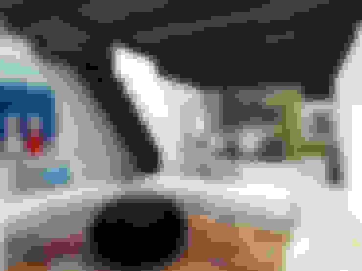 Atelye 70 Planners & Architects – Restorated House 2 Living Room:  tarz Oturma Odası