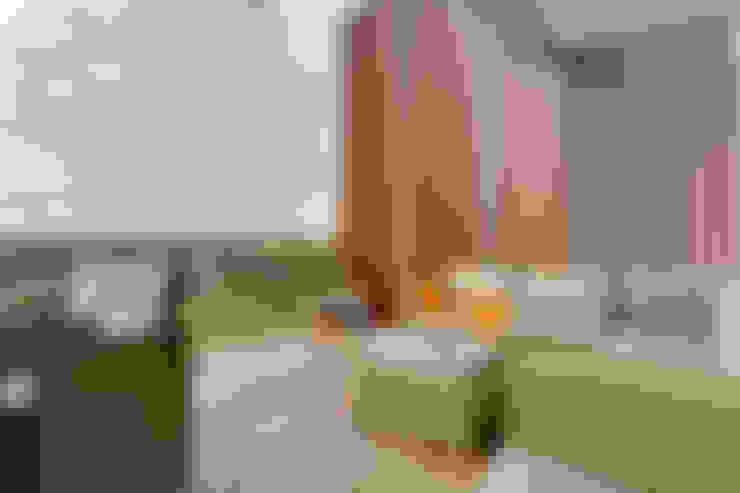 Terrazas de estilo  de Design by Deborah Ltd