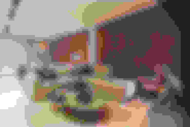 Apartamento Vila Grimm: Salas de estar  por LEDS Arquitetura