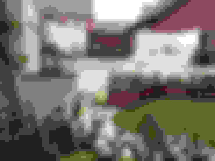 Jardines de estilo  por Lush Garden Design