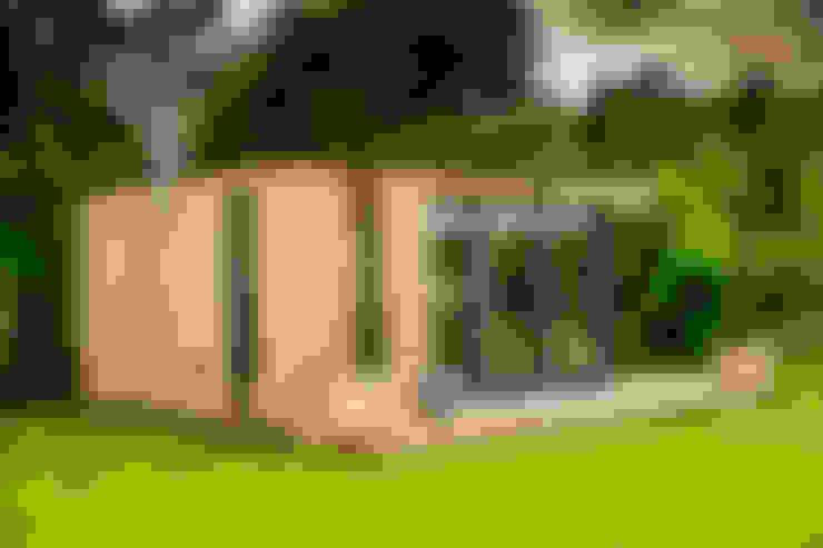 Stunning garden room suite:  Garden by The Swift Organisation Ltd