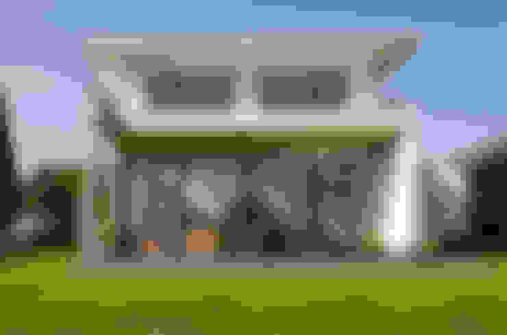 Nhà by STRICK  Architekten + Ingenieure