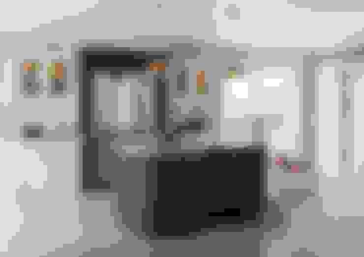 Cocina de estilo  de Sigma 3 Kitchens
