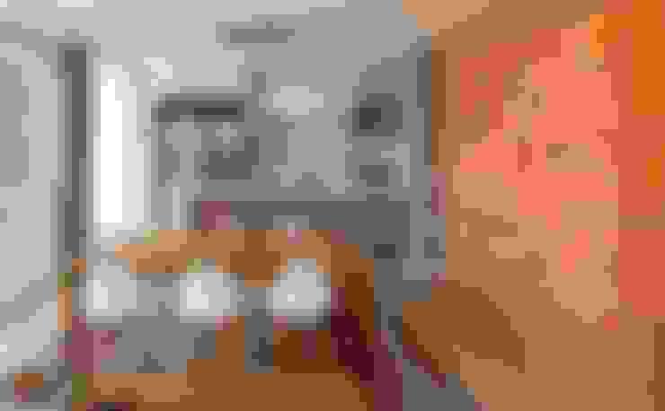 VISTA INTERNA DA SALA DE JANTAR E COZINHA: Cozinhas  por Pimont Arquitetura