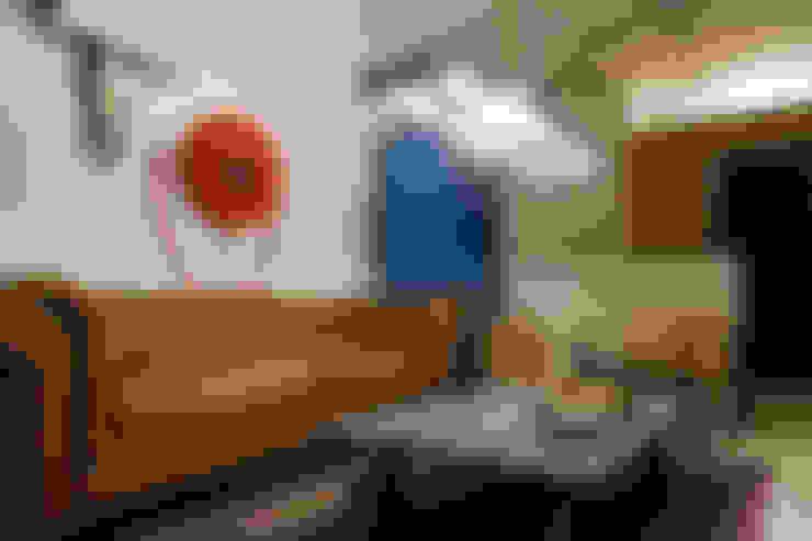 Salas / recibidores de estilo  por Blom & Blom