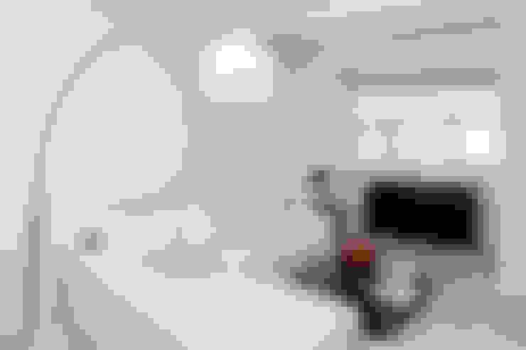 غرفة المعيشة تنفيذ DISEÑO Y ARQUITECTURA INTERIOR